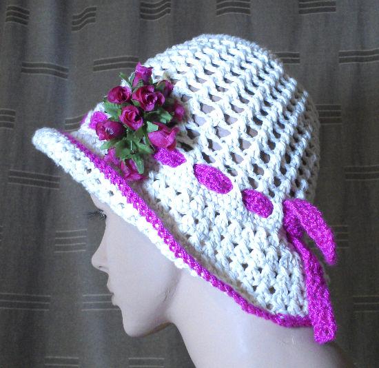 Tej. con el color rosa una cinta en 3 p.a. que contornee el sombrero
